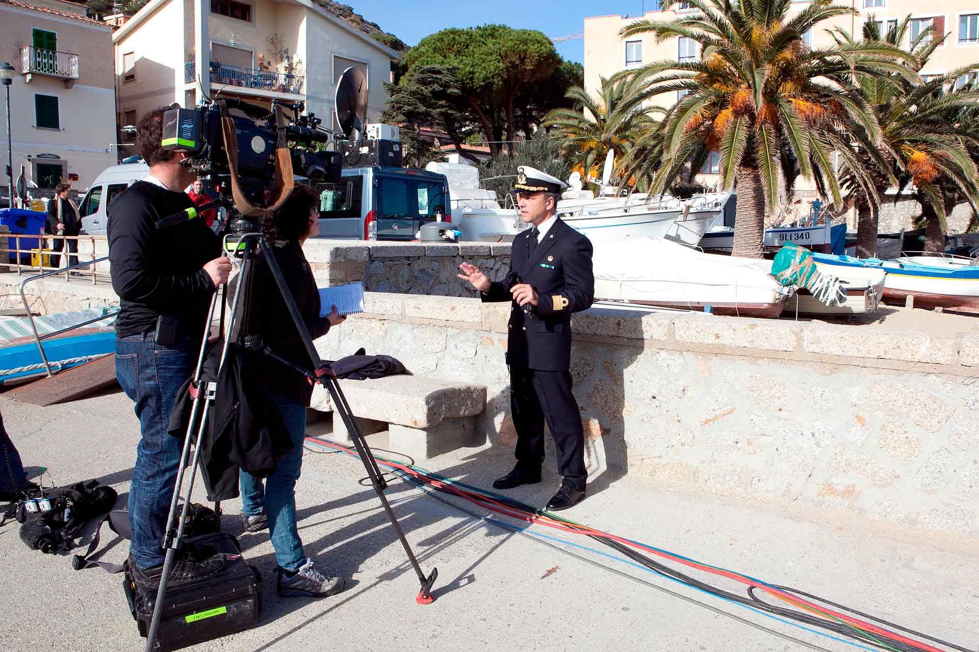 Anche nel caso della tragedia della Costa Concordia, i media hanno trasformato un tragico fatto di cronaca in un vero e proprio caso mediatico, con i suoi protagonisti, i colpi di scena, ed i riflettori sempre accesi.