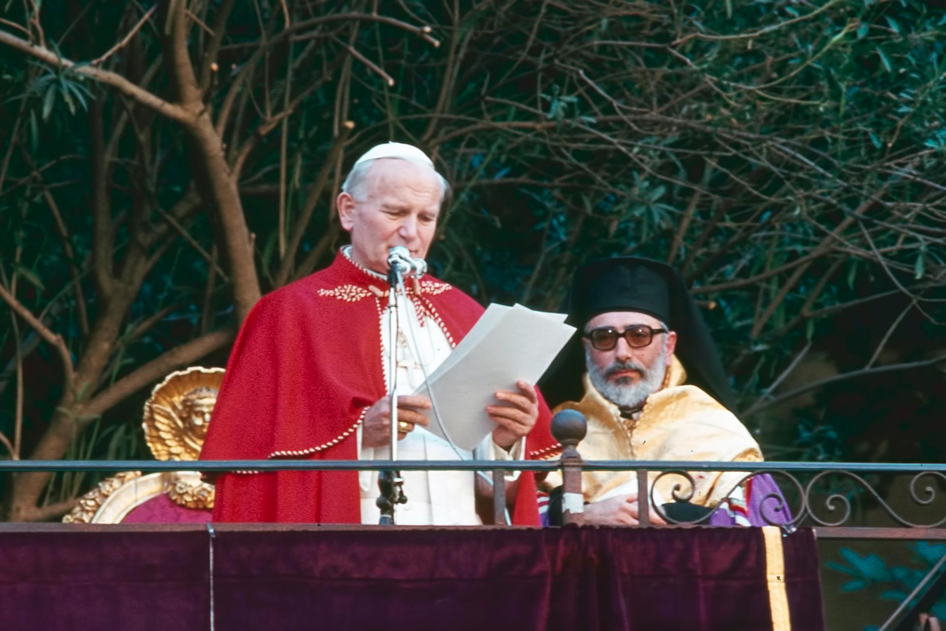 """Visite auprès de la communauté gréco-orthodoxe de Piana degli Albanesi, dans l'église albanaise de rite byzantin """"La Martorana""""."""