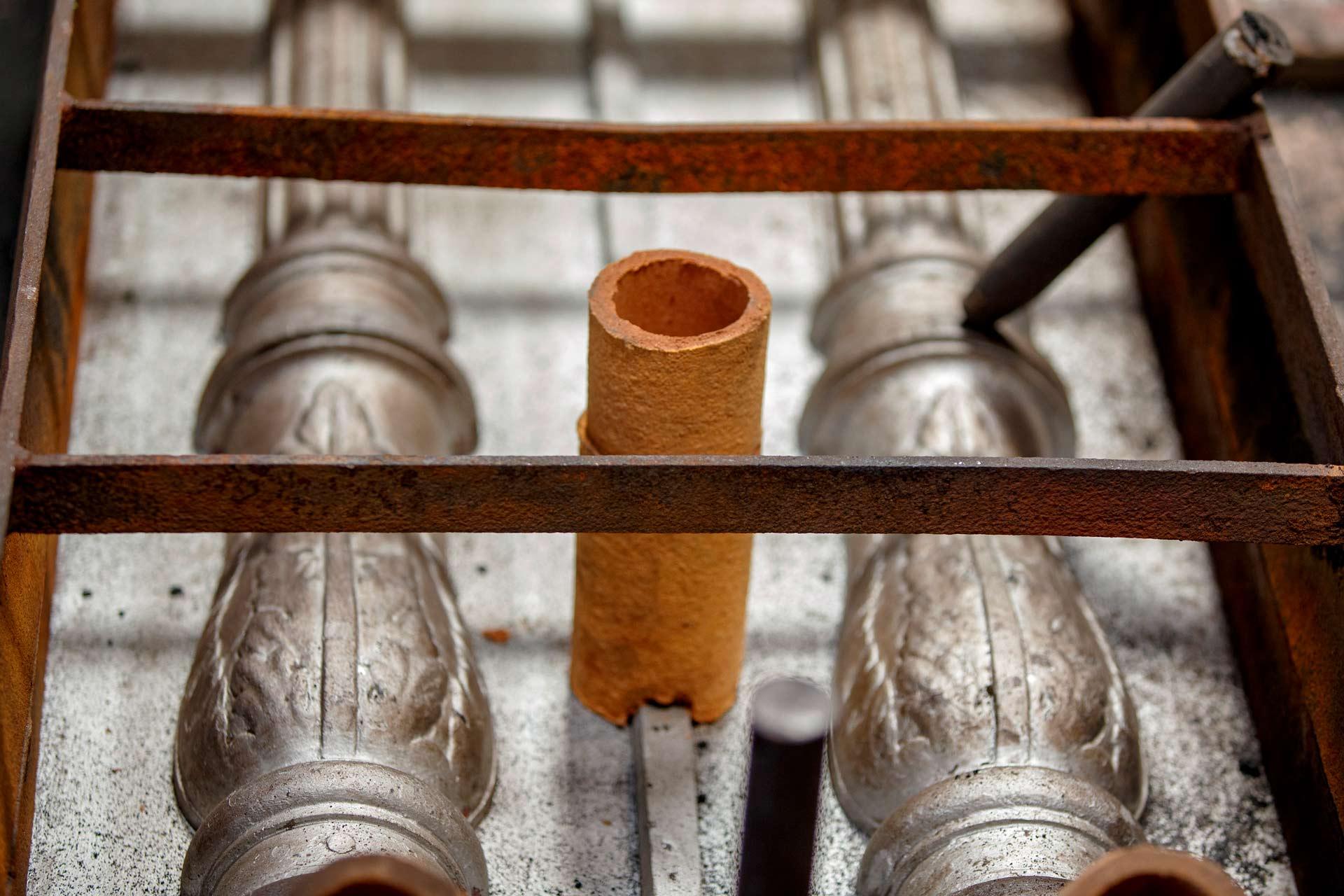 Il processo di fusione della ghisa in conchiglia è principalmente indicato per la produzione di oggetti di piccole dimensioni, con un buon livello di rifinitura e su larga scala.