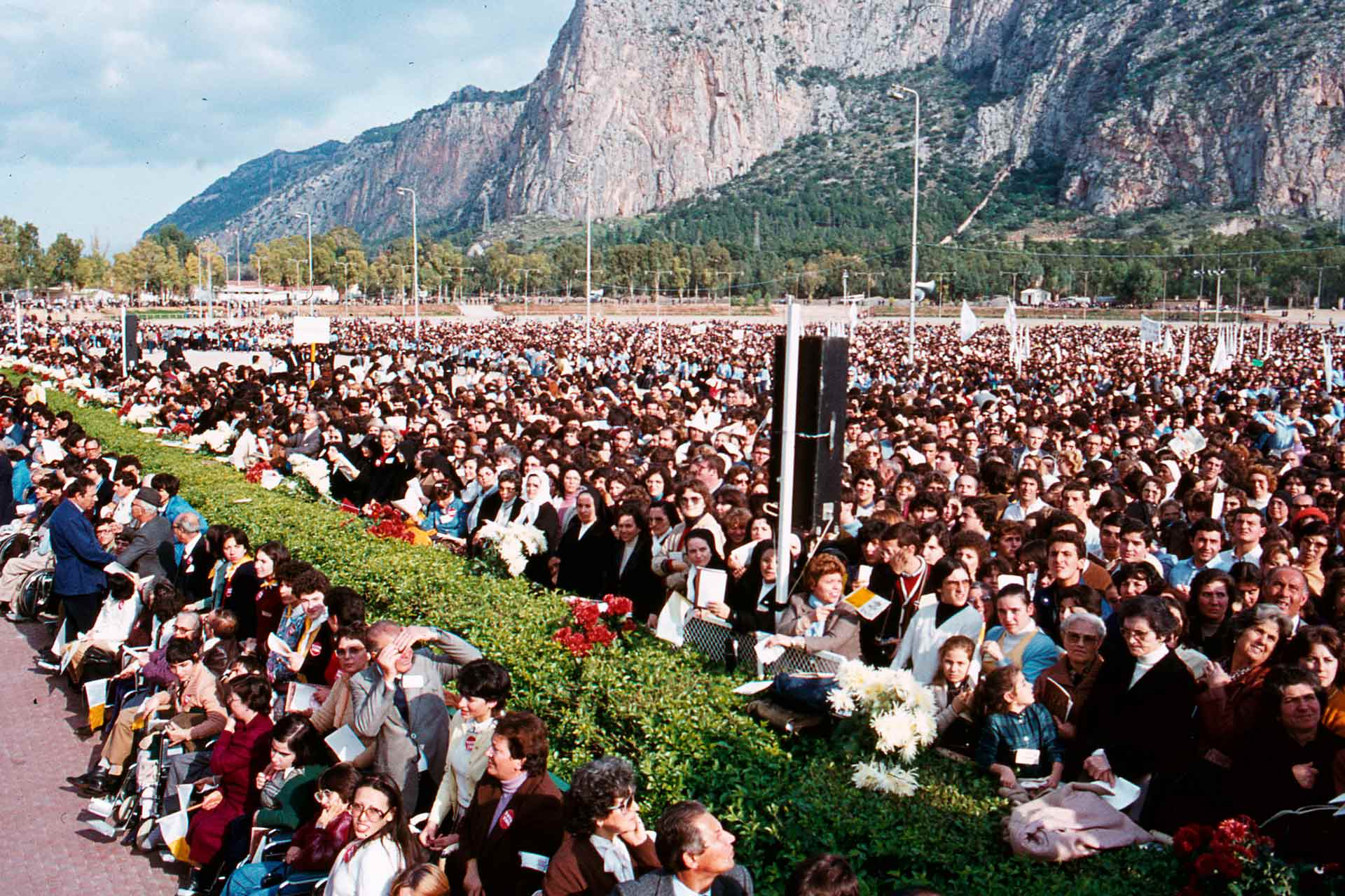 On the Feast of the Christ King, the Pope celebrates Mass in the Hippodrome of the Favorita, in front of thousands of Sicilians, happy to hear the encouragement of John Paul II.