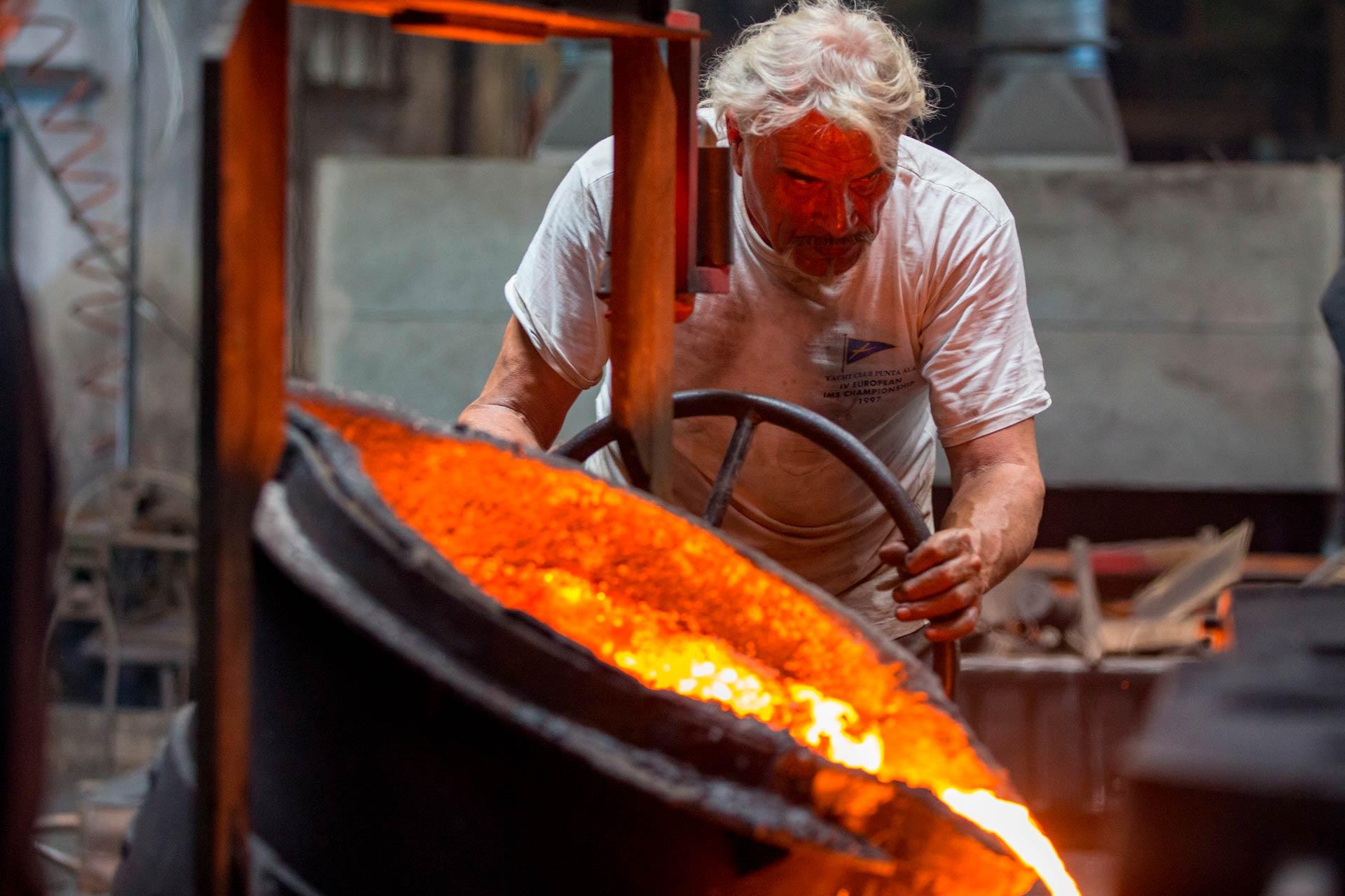 Per garantire la realizzazione di getti in ghisa di alta qualità, tutto il processo di lavorazione della ghisa, viene seguito step by step da Omero stesso.